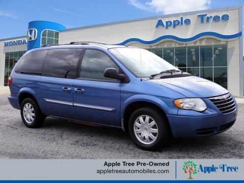 Pre-Owned 2007 Chrysler Town & Country Touring