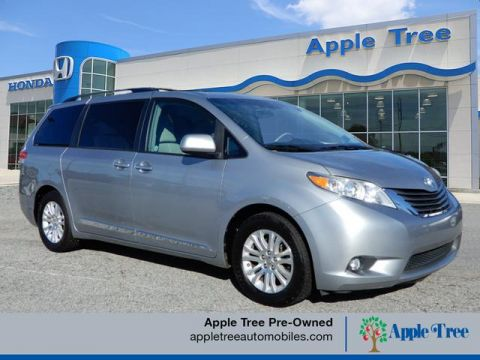 Pre-Owned 2011 Toyota Sienna XLE 7-Passenger Auto Access Seat